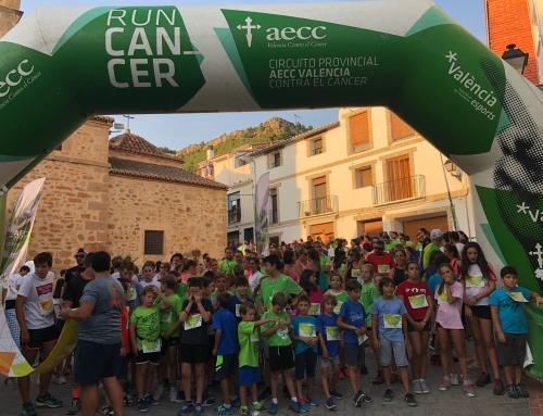 Titaguas reúne a cerca de 800 personas en su cita nocturna contra el cáncer